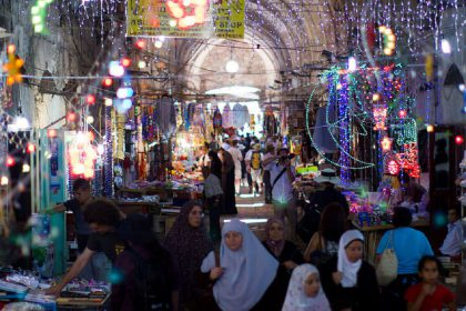 1024px-Jerusalem_muslim_quarter_during_Ramadan_Victor_Grigas_2011_-1-49_mini