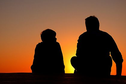 silhouette_father_and_son_sundown_chat_advice_sunset_dad_together-1293906.jpg!d