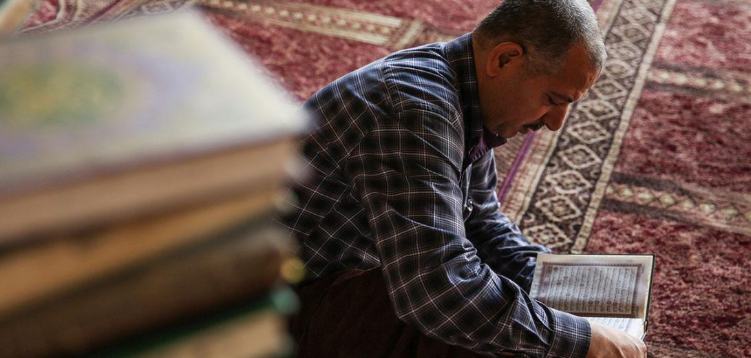 man-reading-quran-praying-3